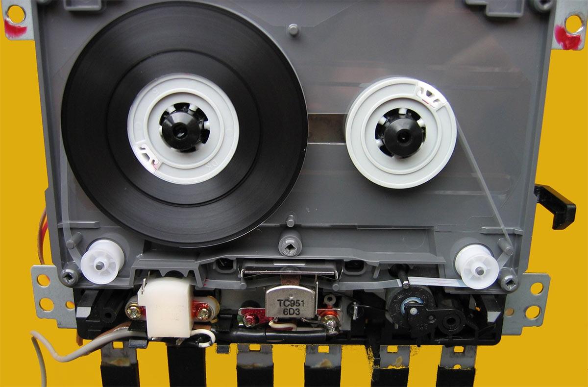 Как происходит воспроизведение записи на аудиокассете