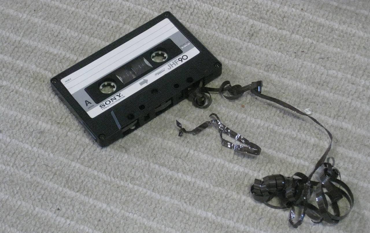 Зажеванная аудиокассета