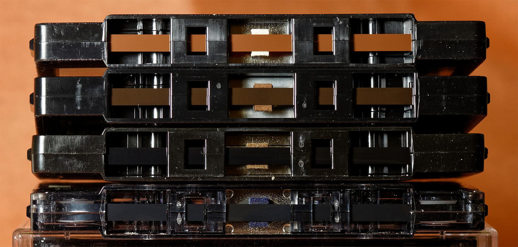 Характер звучания записи на аудиокассете зависит от использованной пленки