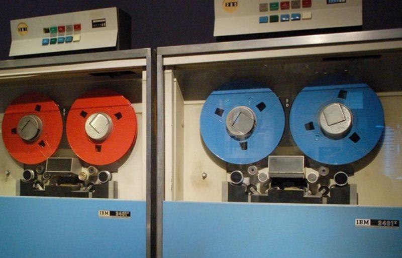 Как старые кассеты превосходят диски новой эпохи в хранилищах данных.