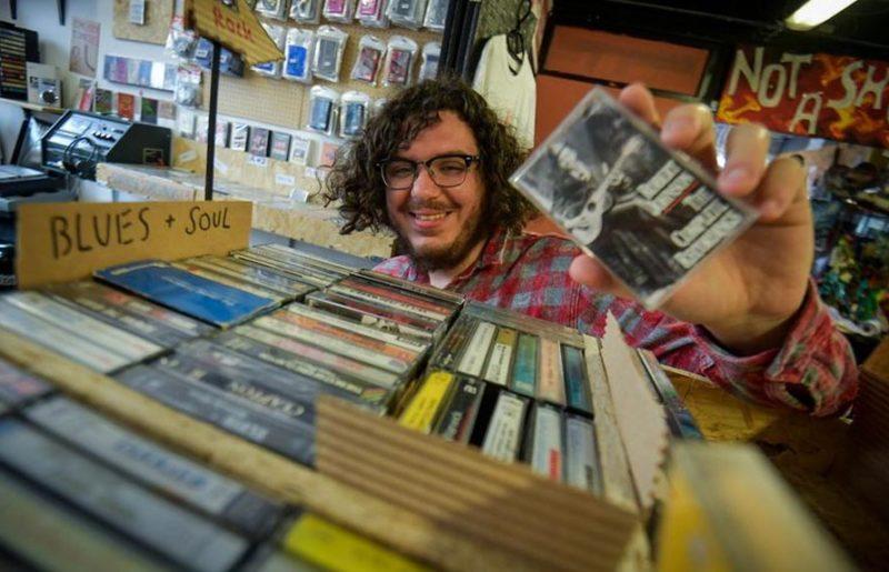 Как магазин Affleck's стал домом для последней в Британии лавки кассет - и центром национального кассетного возрождения
